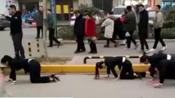 Karyawan Dihukum Merangkak di Jalan, Makan Ulat Hidup, dan Cium Si Bos, Perusahaan Ini Kena Sanksi