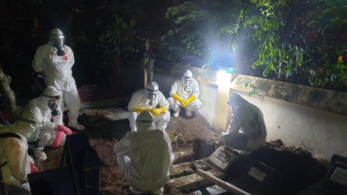 Tim TRC BPBD DIY lakukan pemakaman dengan prosedur Covid-19, Selasa (22/6/2021)