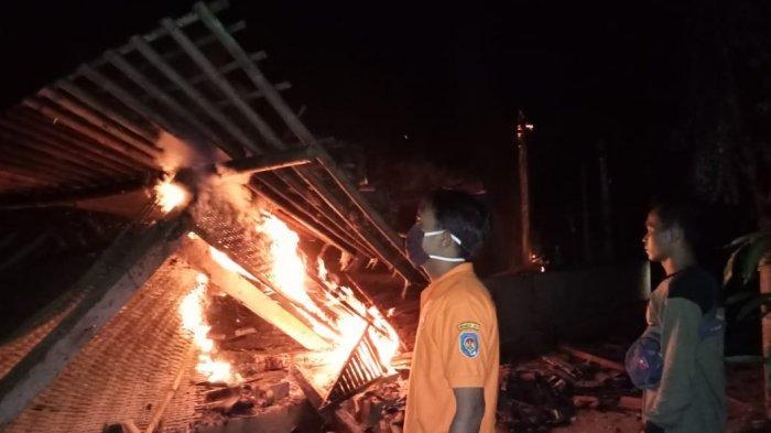 Diduga Karena Korsleting Listrik, Dua Rumah Kayu Milik Warga Kokap Kulon Progo Terbakar