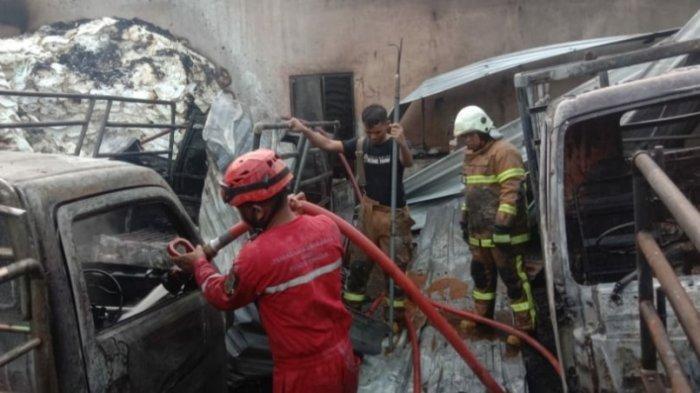 Kebakaran Melanda Gudang Sembako di Klaten, 6 Mobil Juga Ikut Terbakar