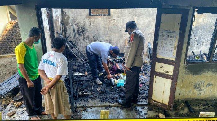 Warung milik Andoko di Girisuko, Panggang, Gunungkidul yang ludes terbakar pada Kamis (25/03/2021) pagi. Peristiwa itu terjadi akibat seekor kucing.