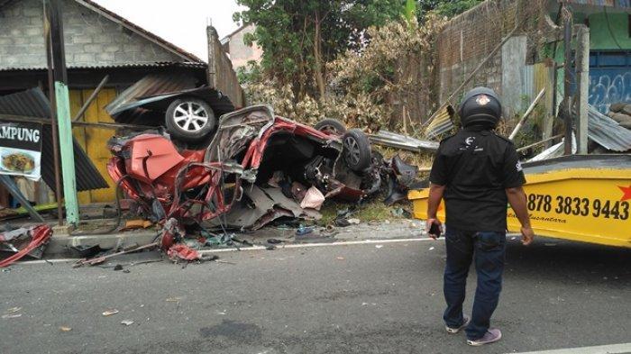 Ilustrasi Lakalantas : Satu unit Honda Mobilio ringsek setelah mengalami laka lantas di Jalan Magelang km 8, Mlati, Sleman, Sabtu (3/10/2020) pagi.
