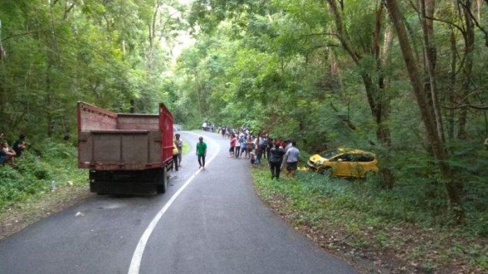 Kecelakaan di Tikungan Kaliurang Dlingo, Honda Jazz Terlempar ke Tepi Hutan