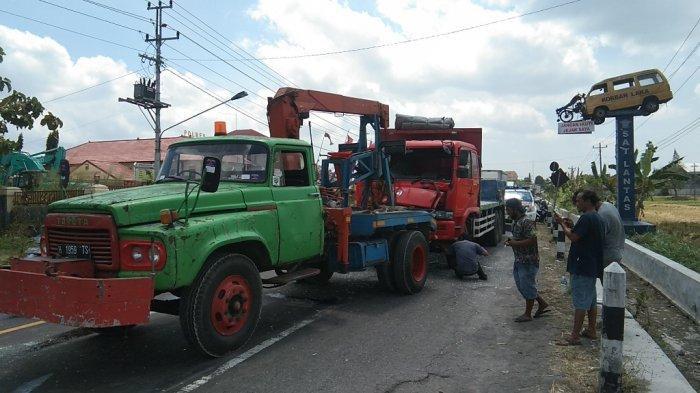 BREAKING NEWS: Kecelakaan Beruntun Libatkan 4 Mobil Terjadi di Jalan By Pass Klaten