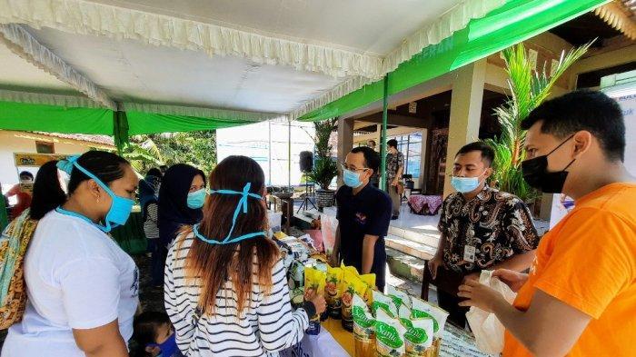 Belanja Bahan Pokok, Warga Serbu Pasar Murah di Balai Kalurahan Nglanggeran Gunungkidul