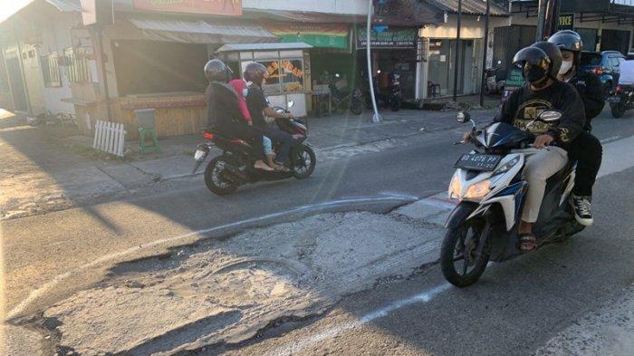 Keluhkan Kerusakan Jalan Babarsari, Pengendara : Tadinya Mulus, Sekarang Malah Rusak