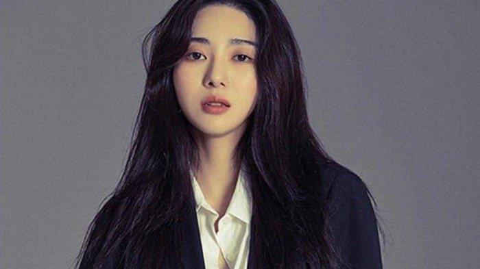 Lagi-lagi, Kwon Mina Bikin Netizen Khawatir dengan Unggahan Foto Tangan Penuh Sayatan