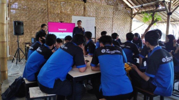 Kenalkan Dunia Kerja, Gmedia Gelar Pelatihan Teknologi Informasi bagi Pelajar SMK