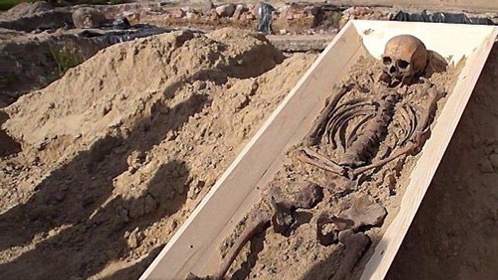 kerangka-wanita-yang-diduga-vampir-yang-ditemukan-di-kamien-pomorski-polandia.jpg