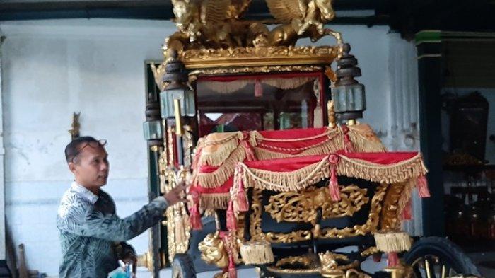 Kereta kencana kuno di nDalem Yudhanegaran Yogyakarta