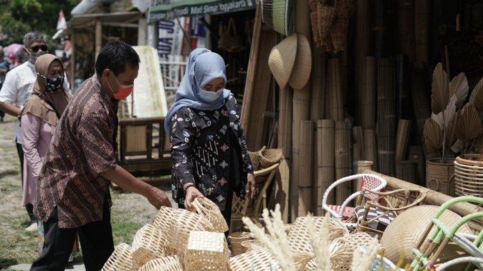 Update Pilkada Sleman: Kustini Sri Purnomo Ajak Pelaku Industri Bambu Cebongan Manfaatkan Digital