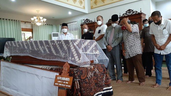 Suasana rumah duka almarhum Kanjeng Gusti Pangeran Haryo (KGPH) Hadiwinoto, Rabu (31/3/2021).