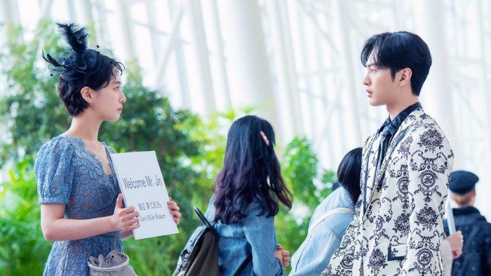 Kim Dali (Park Gyu Young) dan Jin Moo Hak (Kim Min Jae) bertemu di Bandara Belanda