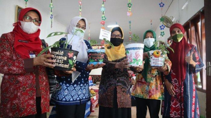 Kisah Guru dan Wali Murid SPS An Nurumi Jualan Pot Lukis agar Pembelajaran PAUD Tetap Berjalan