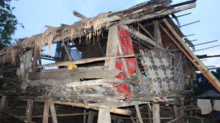 Rumah milik Regina Deta Karere di Kampung Rada Loko, Desa Mali Iha, Kecamatan Kodi, Kabupaten Sumba Barat Daya, Nusa Tenggara Timur (NTT), Minggu (6/12/2020) sore.