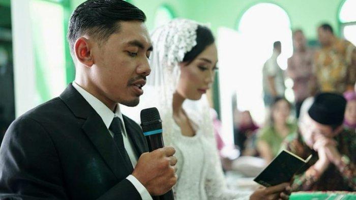 Kisah Sejoli Asal Purwokerto Menikah Dengan Biaya Rp5,6 Juta, Cincin Kawin Dibuat Dari Batu Meteor