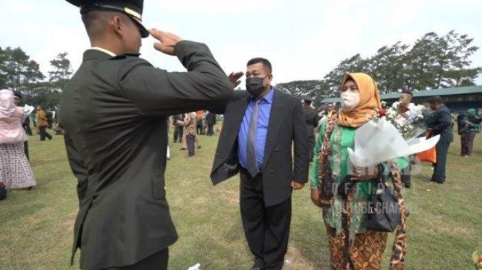 Anakku Komandanku, Kisah Seorang Ayah Beri Hormat pada Putranya yang Kini Jadi Perwira TNI