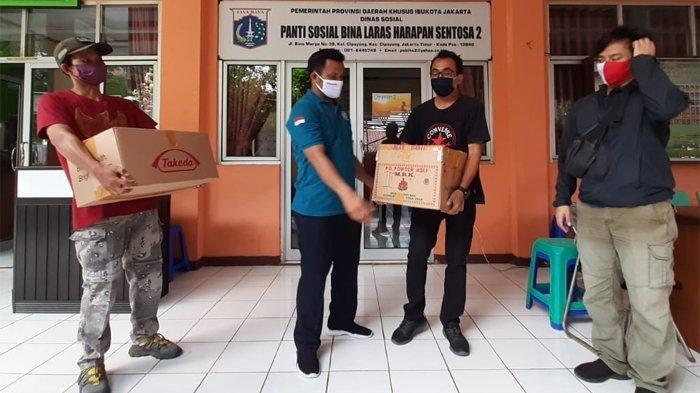 Tribunnews dan Kitabisa.com Sumbang Obat & Suplemen ke Panti Sosial
