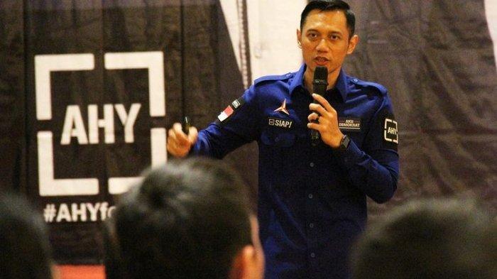 Komandan Satuan Tugas Bersama (Kogasma) Partai Demokrat Agus Harimurti Yudhoyono (AHY) berorasi saat pembekalan motivasi para caleg dan pengurus partai