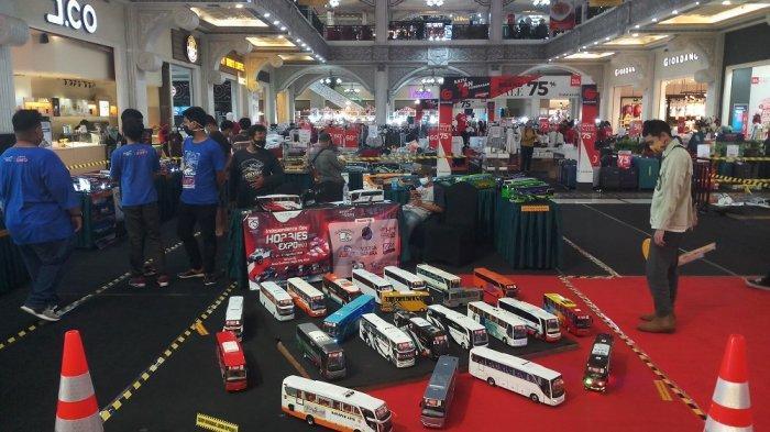 Komunitas Miniatur Bus SIS Yogyakarta Gelar Show Unit di Jogja City Mall