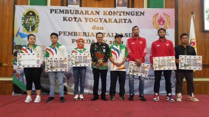 KONI Kota Yogyakarta Serahkan Bonus bagi Atlet Berprestasi pada Porda 2019