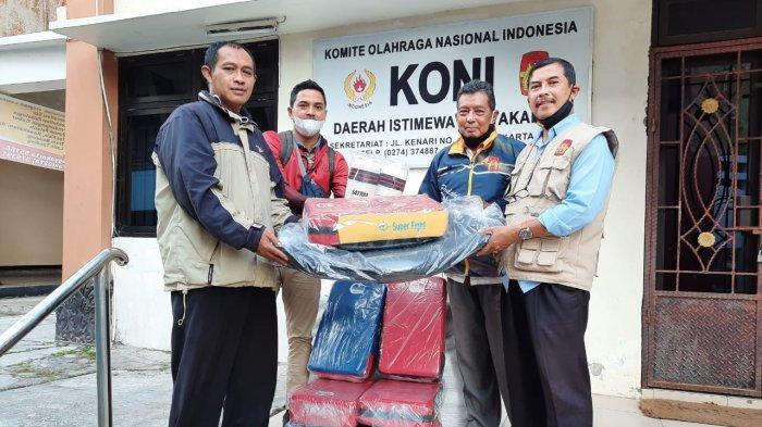 KONI DI Yogyakarta Serahkan Bantuan Alat ke Tim Pencak Silat dan Kempo