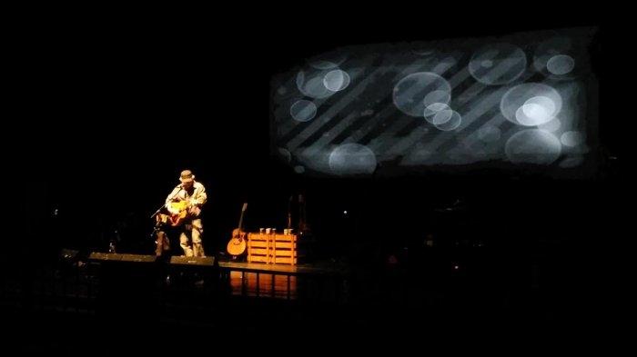 REALTIME NEWS: Lagu Willy Buka Penampilan Iwan Fals di TBY