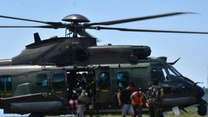 Komando Operasi Gabungan (Koopsgab) TNI Papua mengevakuasi 9 dari 11 tenaga kesehatan dan 1 personel TNI korban penembakan Kelompok Kriminal Bersenjata (KKB) Jayapura, Jumat (17/9/2021).