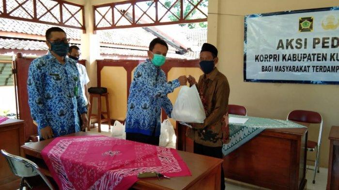 KORPRI Kulon Progo Berikan Bantuan Logistik Bagi Masyarakat Terdampak COVID-19