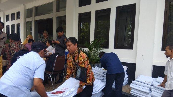 KPU DIY Menyerahkan APK pada Peserta Pemilu