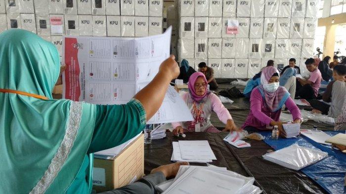 KPU Kulon ProgoTemukanRibuan Lembar Surat Suara Rusak