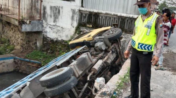Kronologi Kecelakaan Truk di Tulungagung, Sopir Mengira Ada 3 Lajur,Tahu-tahu Terguling ke Sungai