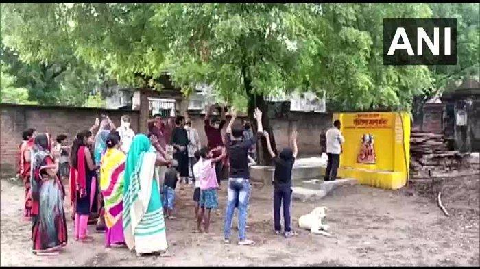 Begini Cara Lain Warga Desa India Mengusir Covid-19
