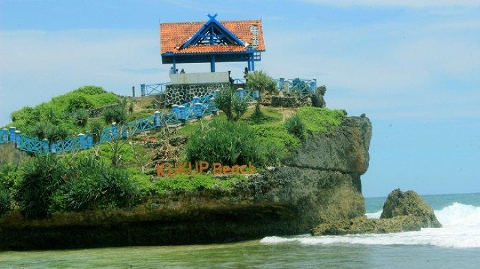 Travel Panorama Asri Pantai Kukup Dari Bukit Jumino Tribun Jogja