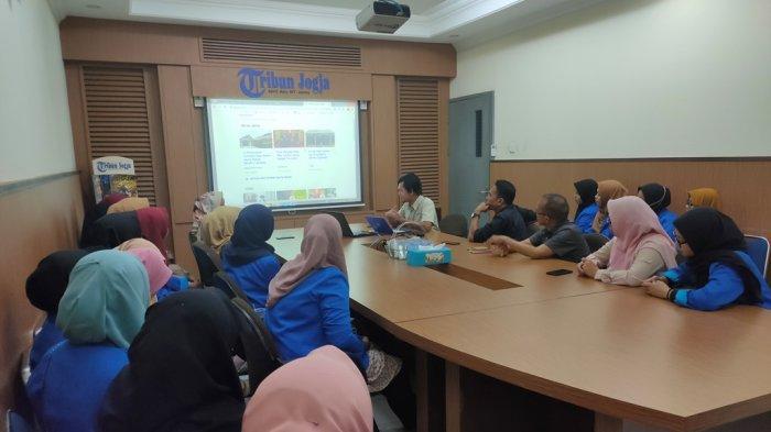 Mahasiswa PBSIUniversitas PGRI Palembang Belajar Jurnalistik ke Tribun Jogja