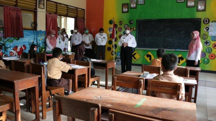 Kunjungi Simulasi PTM di SDN Karangsari, Bupati Kulon Progo Imbau Siswa Tetap Jalankan Prokes