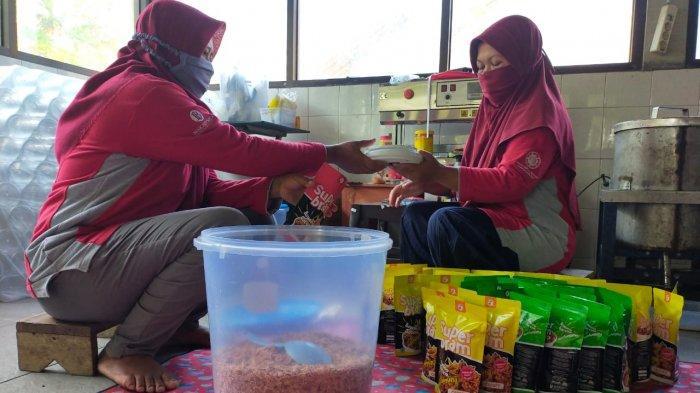 Tangkap Peluang, KWT Putri Manunggal Kulon Progo Olah Bawang Merah Kering Merek Superbram