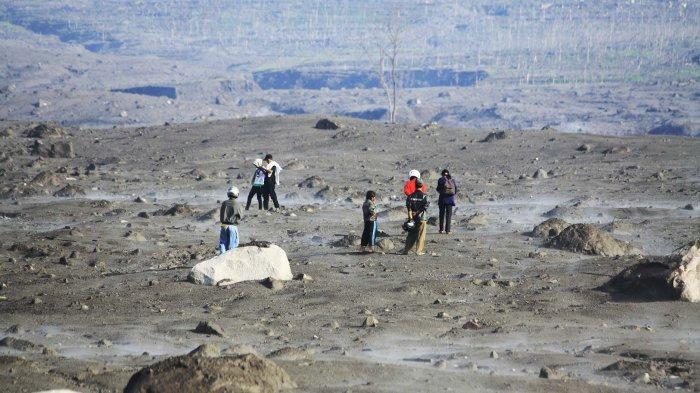 Ladang batu pasir di Kali Gendol setelah Gunung Merapi meletus