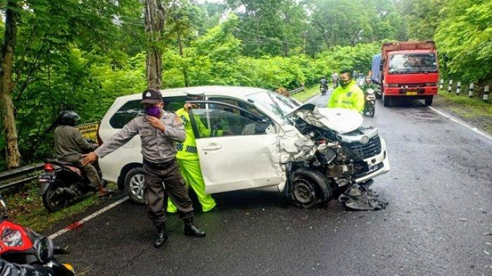 BREAKING NEWS : Tabrakan Dua Mobil di Jalan Yogya-Wonosari Playen, Satu Orang Dilaporkan Meninggal