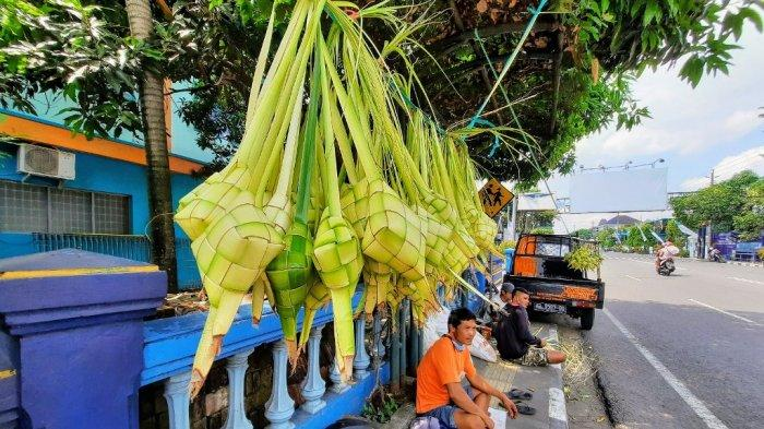 Larangan Mudik Plus Pandemi, Penjualan Ketupat di Wonosari Turun