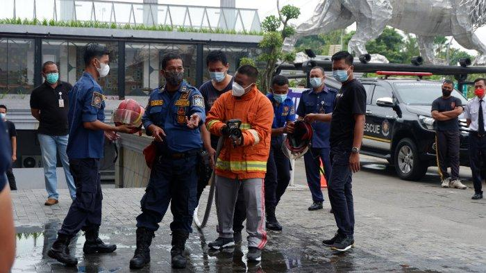 Sleman City Hall berkerjasama dengan Dinas Pemadam Kebakaran Kabupaten Sleman menggelar simulasi dan pelatihan pemadaman kebakaran pada Sabtu (13/3/2021)