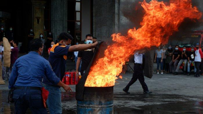 Gandeng Dinas Damkar Sleman, SCH Gelar Simulasi Pemadaman Kebakaran
