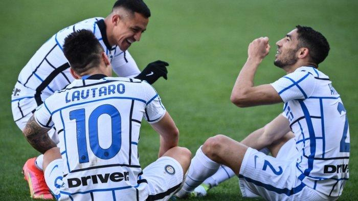 Lautaro Martinez, Alexis Sanchez dan Achraf Hakimi di Liga Italia Serie A Torino vs Inter Milan pada 14 Maret 2021 di stadion Olimpiade di Turin.