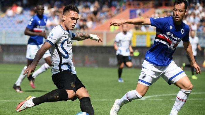 Lautaro Martinez dan Maya Yoshida di LIga Italia Serie A antara Sampdoria vs Inter Milan di Stadion Luigi Ferraris di Genoa pada 12 September 2021.