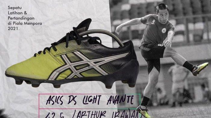 Lelang sepatu Arthur Irawan.