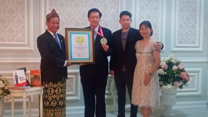 LEPRID Berikan Anugerah Penghargaan pada Satu Keluarga di Yogyakarta