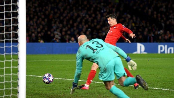 Lewandowski cetak gol ke gawang chelsea