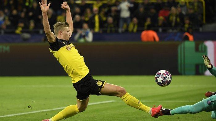 Pemain depan Dortmund Erling Braut Haaland mencetak gol pertandingan leg pertama  Borussia Dortmund v Paris Saint-Germain, pada 18 Februari 2020