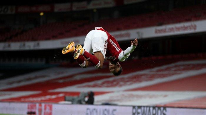 Pierre-Emerick Aubameyang merayakan mencetak gol pembuka pertandingan sepak bola Liga Premier Inggris antara Arsenal dan Newcastle United di Stadion Emirates di London pada 18 Januari 2021.