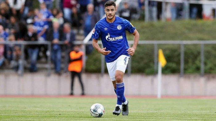 bek tengah Schalke Ozan Kabak